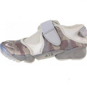 NIKE WOMEN'S AIR RIFT SAIL shoes